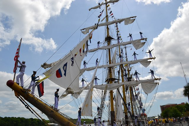 Les plus belle photos du HMS Bounty - Page 4 57656110