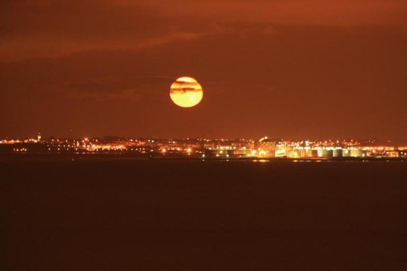 les plus belle photos de couchers de soleil - Page 8 57946111