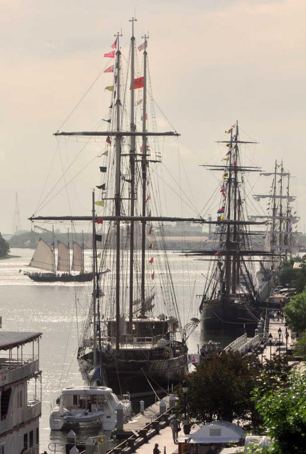 Les plus belle photos du HMS Bounty - Page 4 57948110