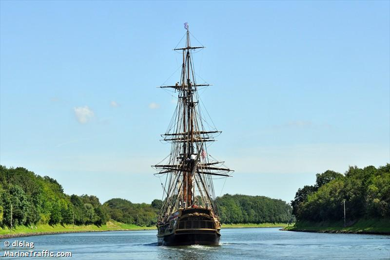 Les plus belle photos du HMS Bounty - Page 5 60101510
