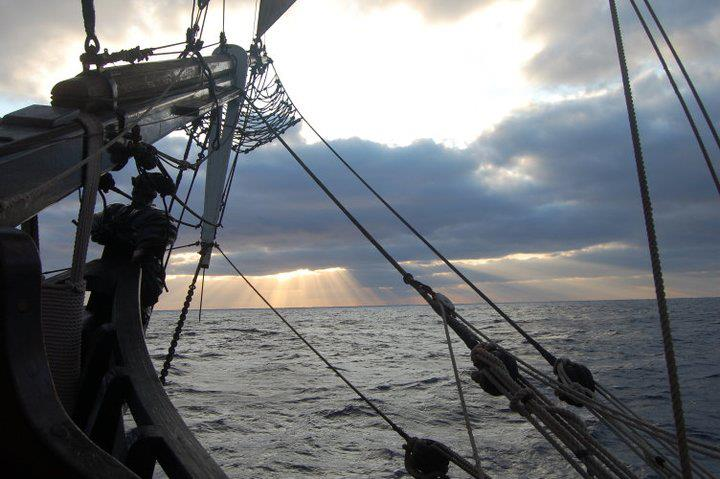 Les plus belle photos du HMS Bounty - Page 5 60171710