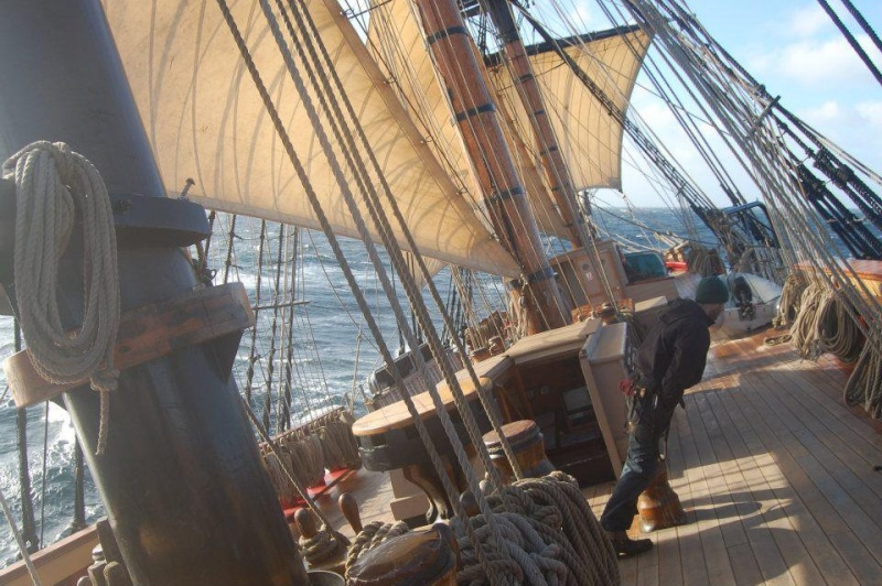 Les plus belle photos du HMS Bounty - Page 5 60190710