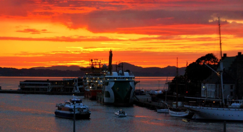 les plus belle photos de couchers de soleil - Page 8 61541210