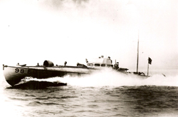 Vedettes lance-torpilles  (ROYAL NAVY) - Page 2 Cmb98111