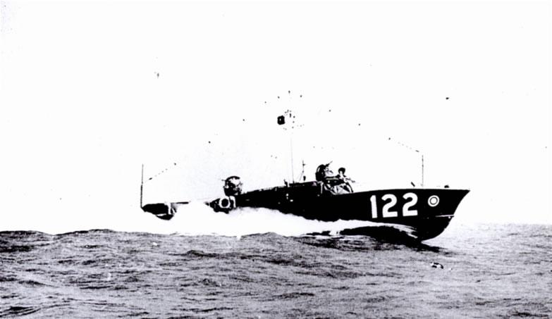 Vedettes lance-torpilles  (ROYAL NAVY) - Page 2 Raf20a10