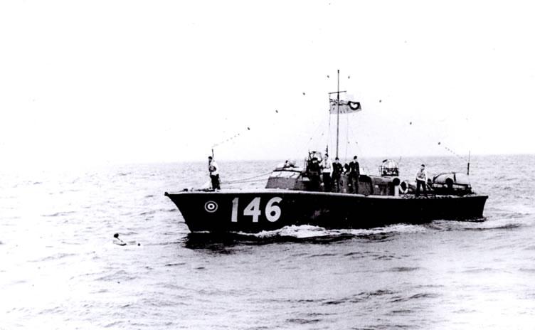 Vedettes lance-torpilles  (ROYAL NAVY) - Page 2 Raf20a18