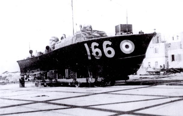 Vedettes lance-torpilles  (ROYAL NAVY) - Page 2 Raf20a21