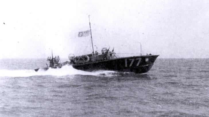 Vedettes lance-torpilles  (ROYAL NAVY) - Page 2 Raf20a22