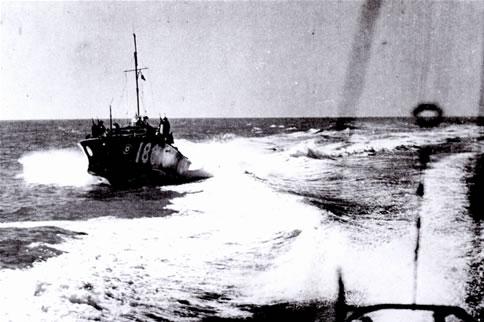Vedettes lance-torpilles  (ROYAL NAVY) - Page 2 Raf20a25