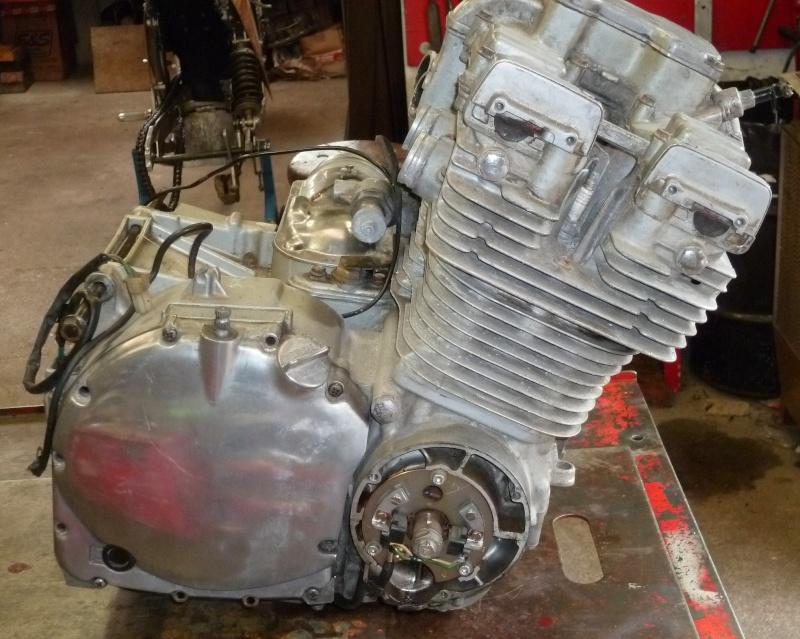 Reconstruction moteur GSX 1100 - Page 3 P1000625