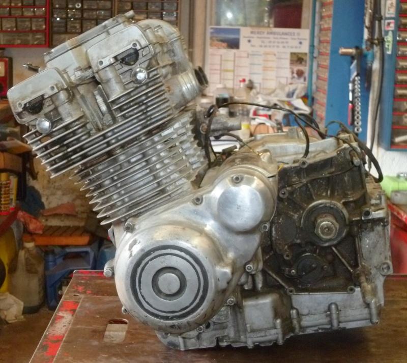 Reconstruction moteur GSX 1100 - Page 3 P1000627