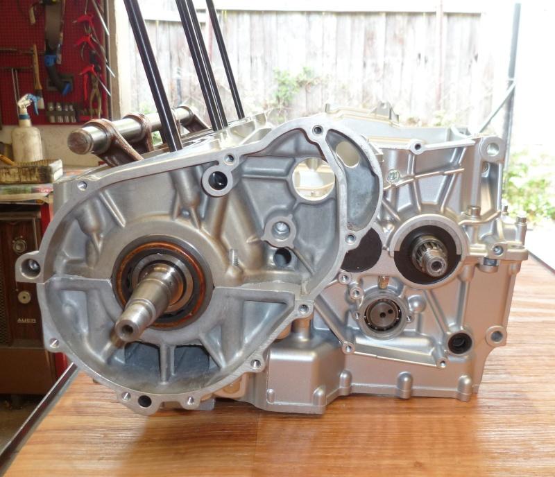 Reconstruction moteur GSX 1100 P1010617