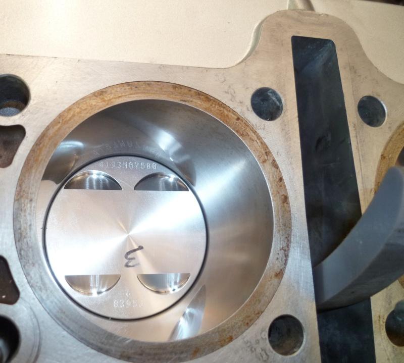 Reconstruction moteur GSX 1100 - Page 2 P1010718