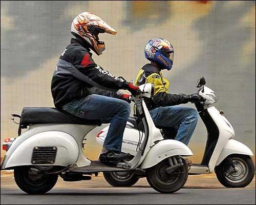 Basé sur l'ordre alphabétique, des noms de voitures, camions, dragsters, vélos, motos, tracteurs, bref tout ce qui roule !... - Page 6 Bajaj10