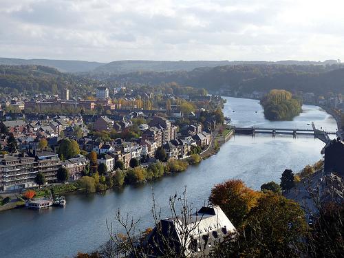 Par ordre alphabétique, des villes et des villages . - Page 21 Namur10