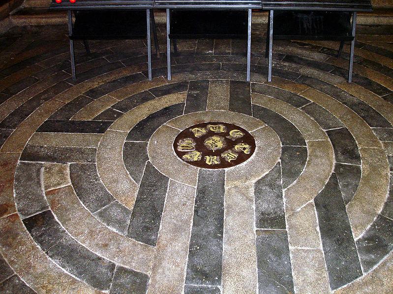 La Basilique hermétique de Guingamp - Notre Dame de Bon Secours (source : Editions Atlantis - juillet/août 1969) 799px-10