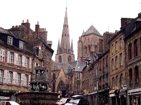 La Basilique hermétique de Guingamp - Notre Dame de Bon Secours (source : Editions Atlantis - juillet/août 1969) Vue_d_10