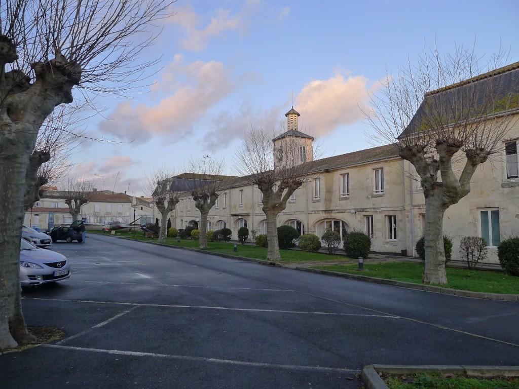 [Divers écoles de spécialités] Caserne Martrou Rochefort - Page 12 P1000716