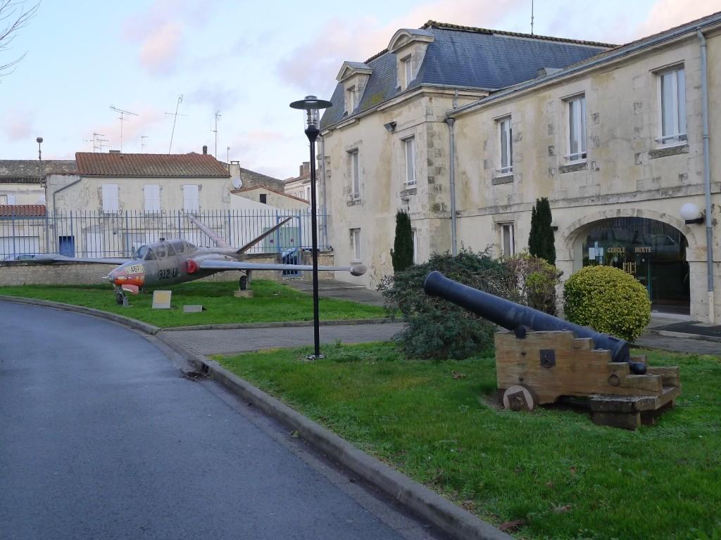 [Divers écoles de spécialités] Caserne Martrou Rochefort - Page 12 P1000717