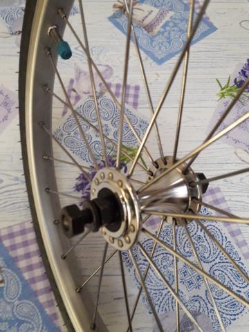 (VENDU) A vendre roue avant brompton simple paroi 20200122