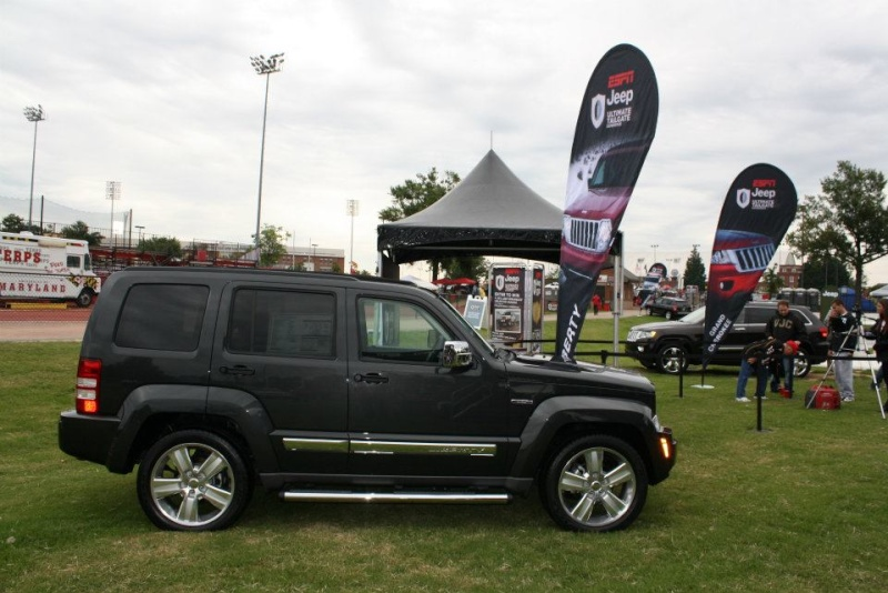 "2011 ESPN Jeep Ultimate Tailgate Experience ""US"" 30882610"