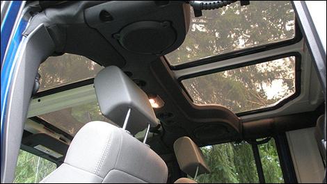 Profitez pleinement de votre Jeep Wrangler avec JeeTops ! Jeepto12