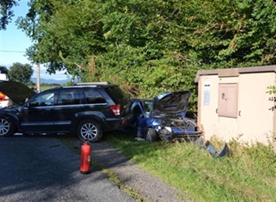 Quatre blessés dans un choc de la route  Les-ve10