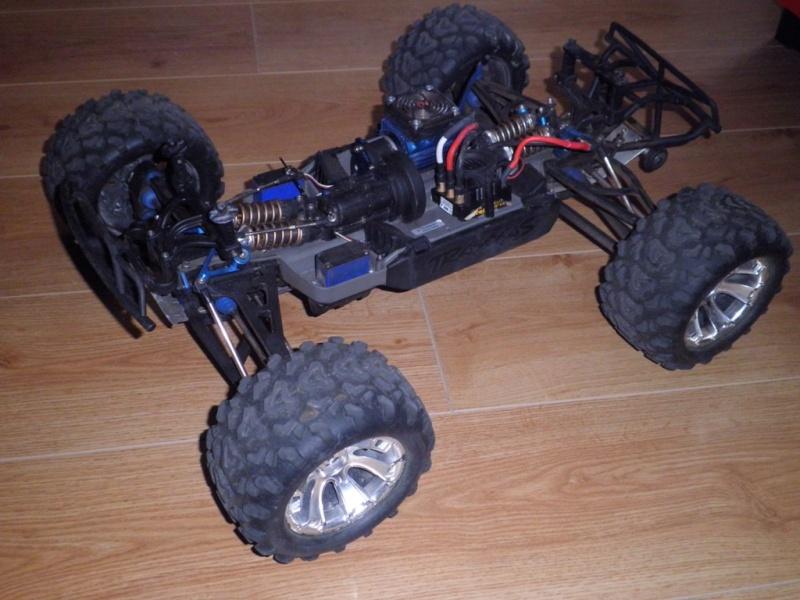 mon e-revo maxx P8140014