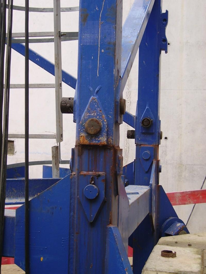 Potain MD 365 B L16 : Châssis et cage de télescopage. Imgp1212