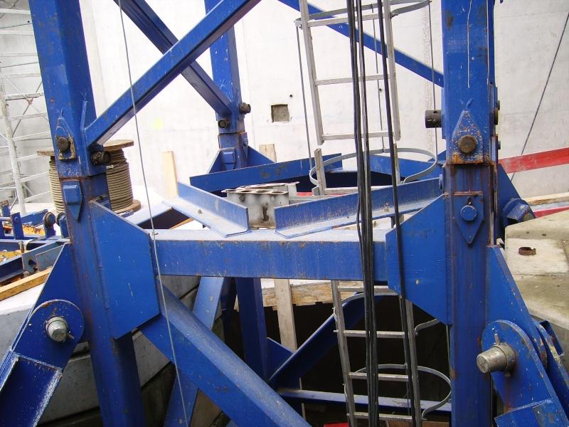 Potain MD 365 B L16 : Châssis et cage de télescopage. Imgp1213