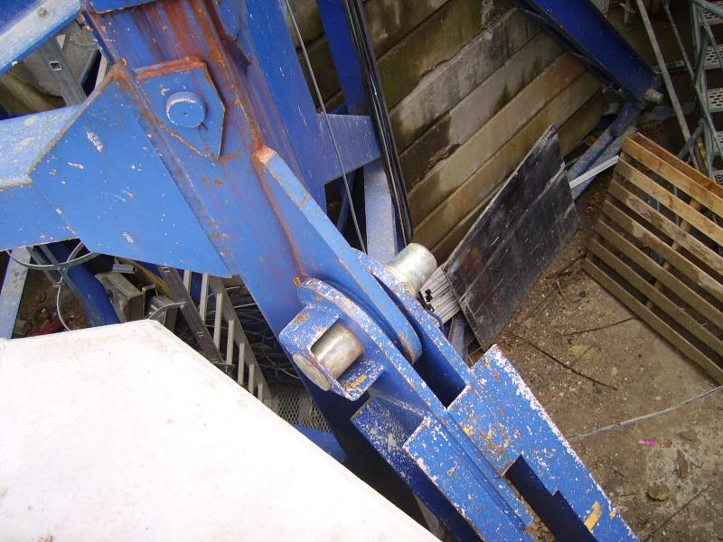 Potain MD 365 B L16 : Châssis et cage de télescopage. Imgp1221
