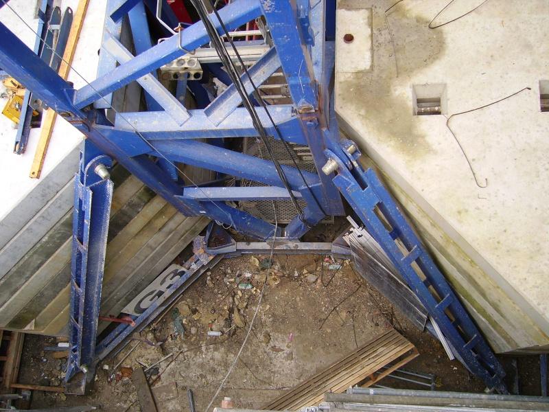 Potain MD 365 B L16 : Châssis et cage de télescopage. Imgp1243