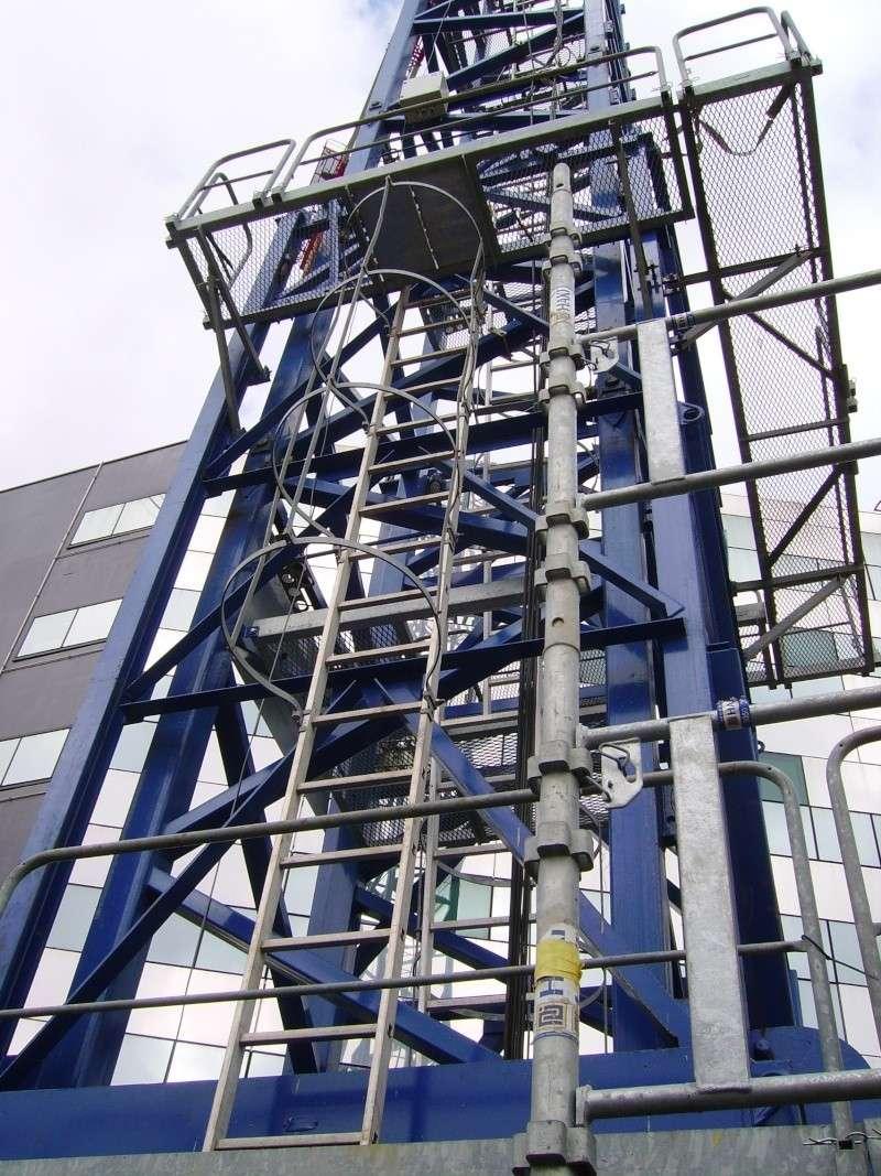 Potain MD 365 B L16 : Châssis et cage de télescopage. Imgp1245