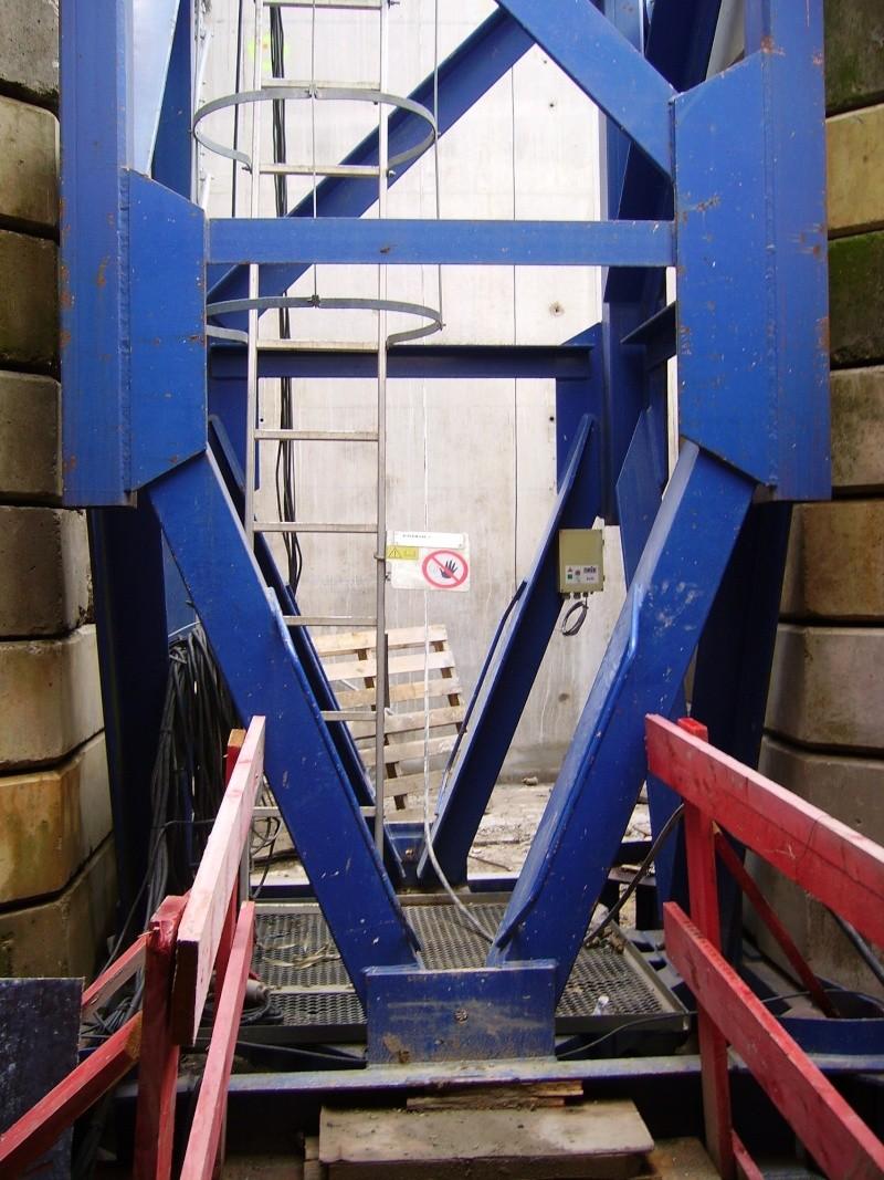 Potain MD 365 B L16 : Châssis et cage de télescopage. Imgp1252