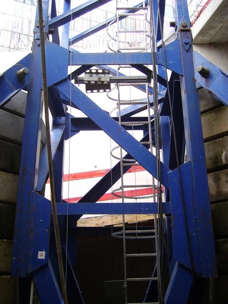 Potain MD 365 B L16 : Châssis et cage de télescopage. Imgp1253