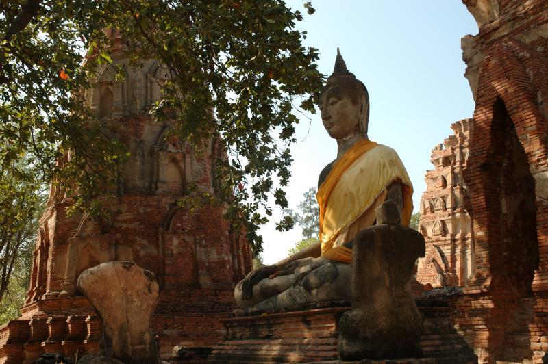 Le geste de la prise de la terre à témoin : bhûmispashamudrâ Ayutth10
