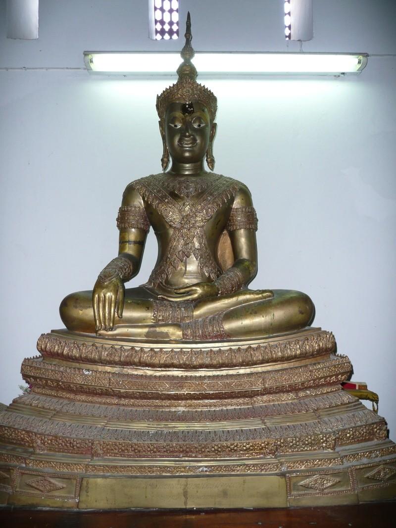 Le geste de la prise de la terre à témoin : bhûmispashamudrâ P1010510