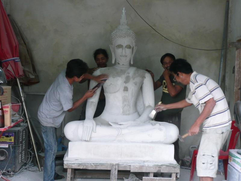 Le geste de la prise de la terre à témoin : bhûmispashamudrâ P1040314