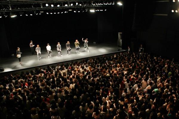 """[NOTI][24.09.11]5.000 aficionados asistieron a la presentación de B2ST """"Promise Event"""" en Japón 20110913"""