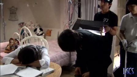 Hyunnie durmiendose en set de PlayfulKiss 17x7910