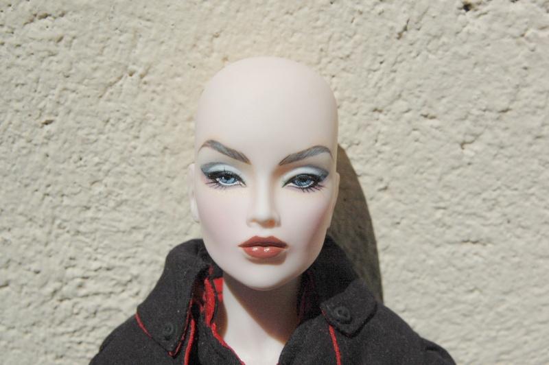 AVANTGUARDS Doll : j'ai repeint la mienne Dsc_0263