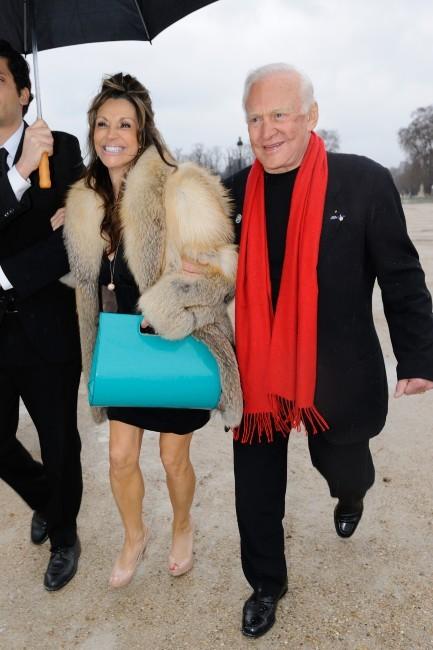 Buzz Aldrin à la Fashion Week à Paris Buzz-a11