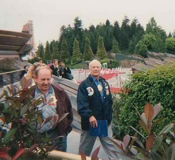 Buzz Aldrin en interview à Eurodisney le 31 mai 1995 Buzzdi10