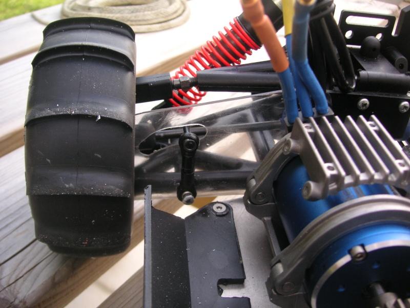 pneu pour l'été; transformation d'un nitro 1/8 en brushless pour manger du sable Pict0823