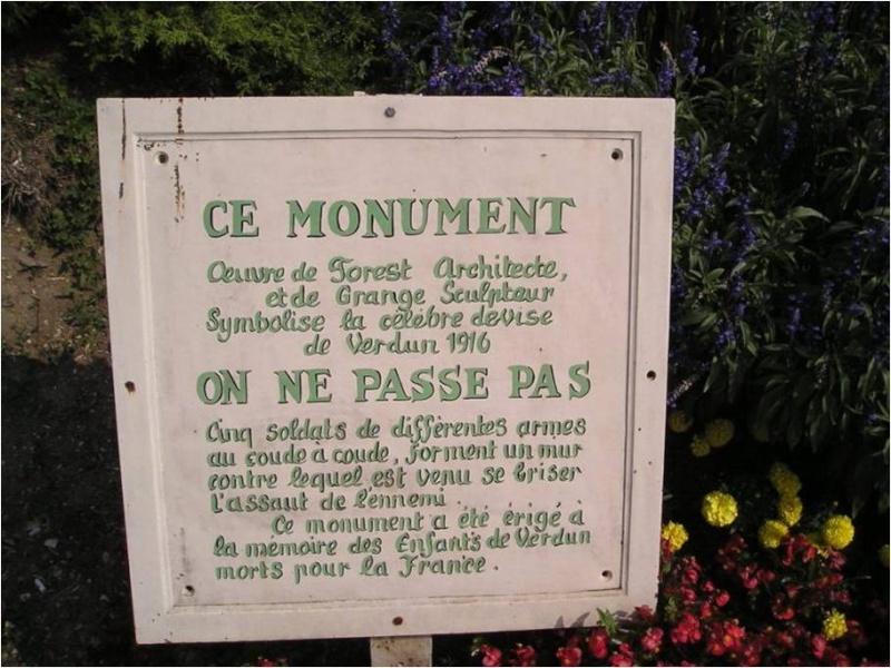 [Histoires et Histoire] Monuments aux morts originaux Français Tome 1 - Page 6 Monume11
