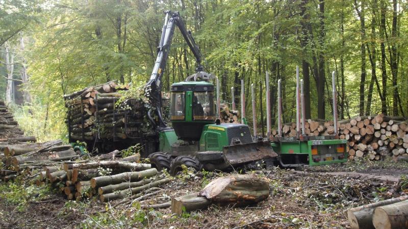 Porteur forestier (John Deere) Porteu15