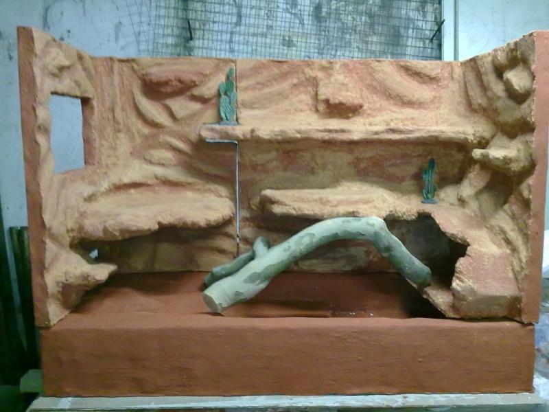 Terrarium MDF avec décor roches + 2-3 autres réalisations en cours 02910