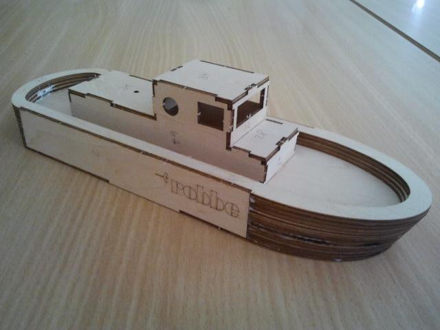 Junior Bausatz Robbe Hafenschlepper- Ein Geschenk  Foto1111