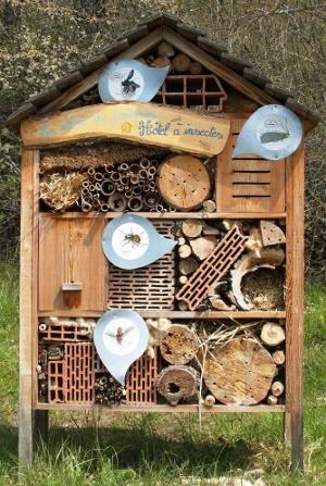 bricolage hotel insectes. Black Bedroom Furniture Sets. Home Design Ideas