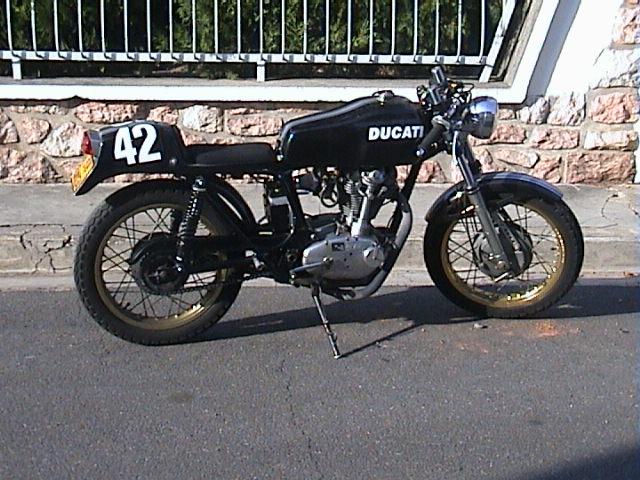 Le sujet des motards :) - Page 3 Dsc00010